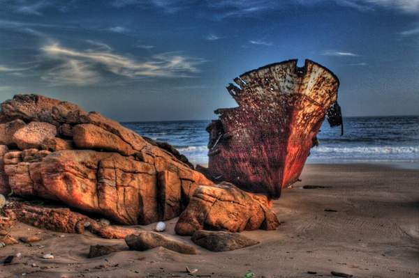 金門茅山下海岸被遺忘的船