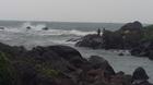 波濤洶湧    釣客自得其樂