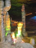 喀斯特地形中造就的黃龍溶洞